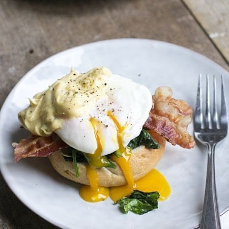 Bacon and eggs Florentine